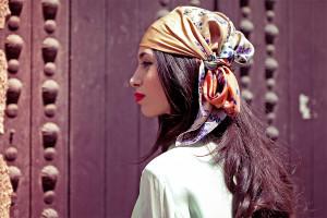 Comment choisir un foulard pour un look jeune et branché ?