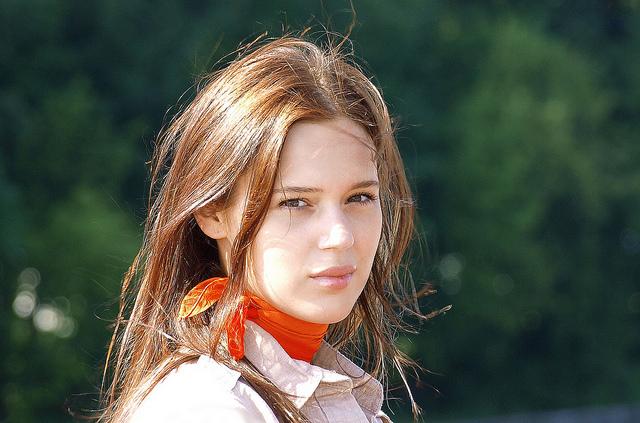 Comment dissocier l'étole de l'écharpe ou autre pièce de tissu portée autour du cou ?