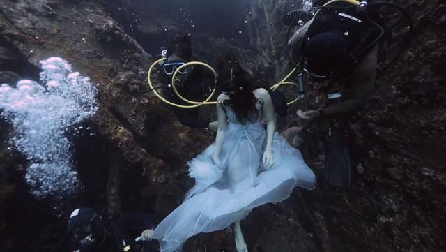 underwater-photography-shipwreck-bali-benjamin-von-wong-10