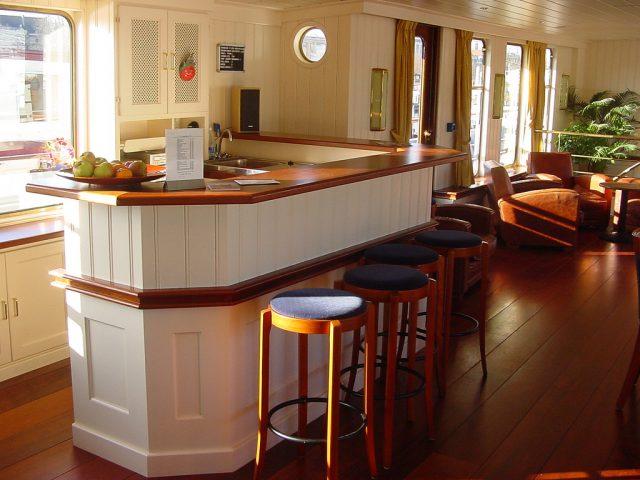 Comment embellir votre intérieur avec un bar ?