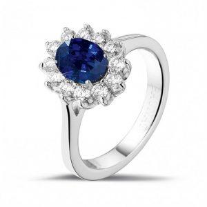 bague-de-fiancailles-entourage-en-platine-avec-un-saphir-ovale-et-diamants-ronds